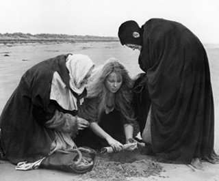 Polanski's MACBETH Witches