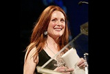 Actress Julianne Moore prepares to present the final 2003 DGA Honoree.